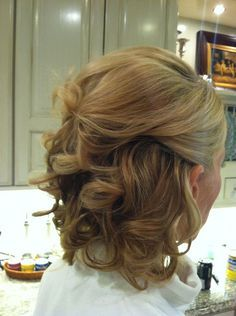Mother of the bride hair by Sara  www.prettywindycity.com #prettywindycity