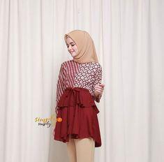 Blouse Batik, Batik Dress, Batik Fashion, Hijab Fashion, Batik Kebaya, Suits For Women, Dress Patterns, African Fashion, Printed Shirts