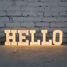 Let op: Indien uw letters niet op voorraad zijn kunt u een mail sturen naar Info@jesuispetit.nl voor uw bestelling. ;De trend van dit moment: lichtletters! ;Met de ;Marquee Love letters van Heidi Swapp geef je elke ruimte in huis een unieke ;uitstraling. Je kan de letters helemaal naar eigen wens stylen. ;Kies voor een romantische look met bloemetjes of een industriële stijl met bijvoorbeeld zilververf, alles is mogelijk met deze mooie lichtletters.De letters zijn 20 cm hoog en gemaakt v...