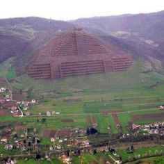 Pyramids of Visoko in Bosnia, built years ago by the Illyrians. The highest and largest in the world and more ancient than the pyramids of Egypt. The base material used was concrete demonstrating an advanced civilization. Ancient Ruins, Ancient Artifacts, Ancient History, Atlantis, Ufo, Bósnia E Herzegovina, By Any Means Necessary, Mysterious Places, Mystery Of History