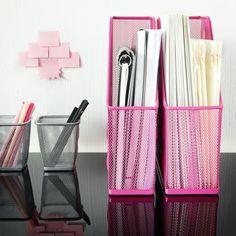 Papéis e canetas: aos vossos lugares.