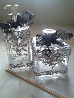Vaporizador de ambientes e sabonete líquido feitos por Rosa Sensoli Design por Jessica Melo.