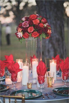 red rose centerpiece @weddingchicks