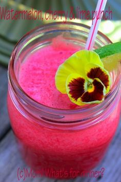 Watermelon Fruit Punch on http://momwhats4dinner.com/watermelon-fruit-punch/