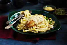 Chicken with white wine parmesan cream sauce skillet chicken, chicken casse Cream Sauce Pasta, Parmesan Cream Sauce, Cream Sauce Recipes, Chicken Recipes Video, Baked Chicken Recipes, Chicken Ideas, Slow Cooker Recipes, Cooking Recipes, Healthy Recipes