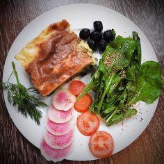 Today 'I have traveled' from my kitchen to England preaparing this #healthyrecipe of Lentils #shepherdspie... I served it with rocket an black olives just to give ir my mediterranean touch. The mix was delicious!! still eirking in my blog...recipe comming soon. Hoy 'he viajado desde mi cocina' a Inglaterra preparando esta #vegana #recetasaludable de shepherd's pie de lentejas..lo he acompañado de rucula y olivas negras para darle mi toque mediterraneo. Tengo que decir que el mix estaba…