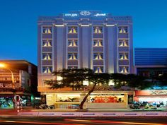 Da Nang Iris Hotel Danang Vietnam, Asia Iris Hotel Danang is conveniently located in the popular Hai Chau area. The hotel offers a high standard of service and amenities to suit the individual needs of all travelers. To be found at the hotel are free Wi-Fi in all rooms, 24-hour security, fax machine, photocopying, printer. Designed for comfort, selected guestrooms offer television LCD/plasma screen, internet access – wireless, internet access – wireless (complimentary), air co...