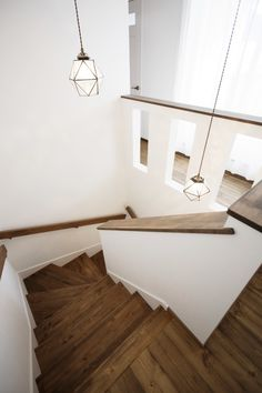 ビター&スイートなお家 ゼストの写真集 倉敷市 注文住宅 工務店 House Stairs, Home Furniture, Home And Family, Shelves, Lights, Living Room, Interior Design, Bannister Ideas, Home Decor