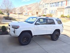 White 4Runner 5th gen with lift Lifted 4runner, Toyota 4runner Trd, Future Trucks, Future Car, My Dream Car, Dream Cars, Toyota Trd Pro, Four Runner, 4runner Accessories