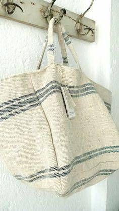 sac de plage en tissu en beige,