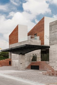 Casa Datri & Dasa / [mavarq] Bricks, concrete, glass, black and white.