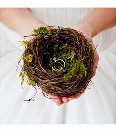 Nidos: Son una manera original y diferente de llevar los anillos, es una opción perfecta para las parejas que deciden realizar su boda en el bosque.