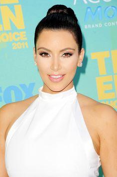 Kim Kardashian - 2011 Teen Choice Awards - Arrivals