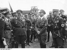 Übergabe des Jagdgeschwaders -Horst Wessel- (JG 134). Generalleutnant Erhard Milch, Hermann Göring, Adolf Hitler, SA-Stabschef Viktor Lutze