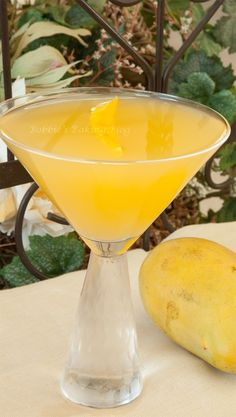 Mango Martini - I don't do martinis (too strong!) but this does look super-refreshing. Maybe good over ice w/extra juic?!