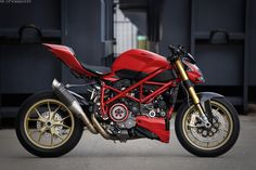 https://flic.kr/p/wHd2sF | Ducati Streetfighter 848 | Modified Ducati Streetfighter with panigale parts