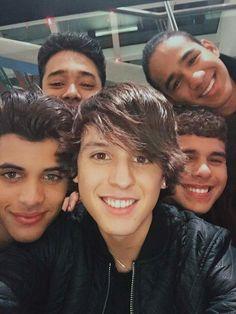 My Hispanic ass made a great choice by getting into CNCO🤪 James Arthur, Ricky Martin, Little Mix, Brian Christopher, Wattpad, Selfie, Best Memes, Boy Bands, Hot Guys
