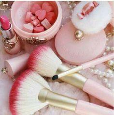 Pretty brushes girly cute pink pearls cosmetics make up brushes Pretty In Pink, Pink Love, Pink Makeup, Beauty Makeup, Hair Beauty, Makeup Pics, Nude Makeup, Soft Makeup, Makeup Stuff