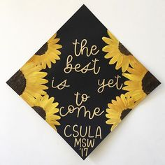Ok so sunflowers on a graduation cap are amazing! & HAPPY EARTH DAY (P. the listing for grad cap toppers on my Etsy will only be open until Graduation Cap Designs, Graduation Cap Decoration, Decorated Graduation Caps, Nursing Graduation, Graduation Diy, College Graduation Quotes, Graduation Invitations, Grad Pics, Graduation Pictures