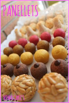 Panellets (Receta) | NomaCakes Spanish Desserts, Fun Desserts, Delicious Desserts, Dessert Recipes, Spanish Recipes, Traditional Spanish Dishes, Biscuits, Pecan Recipes, Tasty Bites