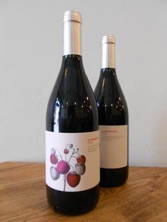 El primer #beso #vino Ribera del #Duero, tinta fina, de viñedos de #edad temprana. Recogida de #madrugada con los primeros #albores #seis #meses de #barrica en #roble francés, #mostos de #colores vivos, alegres y desenfadados #fermentaciones fugaces, francas e intensas, #joven de #aromas y #sensaciones. Derroche de #frutos #rojos #viernes #tapas #maridaje