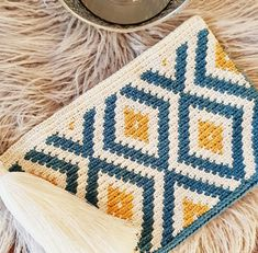 Best 12 Tapestry clutch … I wanted to make the complete Rhombus so it came out grand … # – SkillOfKing. Crochet Hobo Bag, Crochet Wallet, Crochet Handbags, Crochet Purses, Crochet Clutch Pattern, Tapestry Crochet Patterns, Crochet Quilt, Knit Crochet, Crochet Afgans