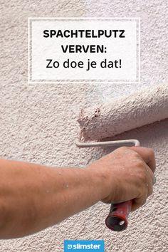 Heb jij spachtelputz op je muren en wil je dit stucwerk opfrissen of een nieuwe kleur geven? Spachtelputz verven gaat wat anders in zijn werk dan het schilderen van gladde muren. Lees hier 5 veelgestelde vragen over spachtelputz verven.  #wonen #woonadvies #woontips #blog #tips #advies #stucwerk #muur #repareren #reparatie #onderhoud #klussen #binnen #spachtelputz #schilderen #verven