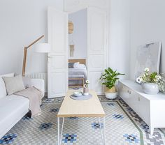 A Pantone 2016 (Rose Quartz & Serenity) Approved Pastel Apartment With Vintage Floor Tiles By Kenay Home - Gravity Home Tiny Apartments, Tiny Spaces, Beautiful Living Rooms, Beautiful Interiors, Winter Balkon, Scandi Home, Scandi Chic, Pastel Home Decor, Gravity Home