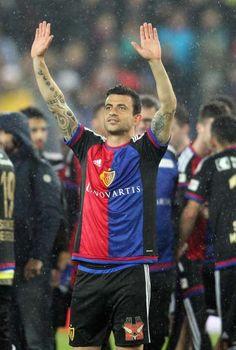 FCB sucht Linksverteidiger Paraguay-Talent (18) als Safari-Nachfolger?  Behrang Safari (31) geht Ende Saison. Der FCB braucht einen neuen Linksverteidiger. Blas Riveros (18) wird mit den Bebbi in Verbindung gebracht.