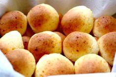 Ingredientes: 4 Tazas de harina 5 Yemas de huevo 4 Cucharillas de polvo de hornear 1 Cucharilla de sal 4 ½ Cucharadas de manteca sin disolve...