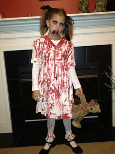 Little girl zombie costume Halloween Zombie, Diy Zombie Kostüm, Halloween Costumes For Bffs, Diy Costumes, Girl Zombie Costumes, Costume Ideas, Zombie Crawl, Zombie Makeup, Dance Costumes