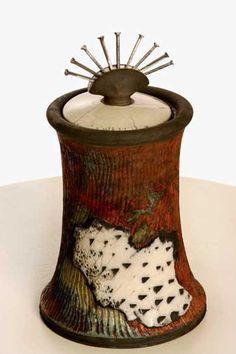 A vessel for pinheads :) Nita Claise Raku Pottery, Pottery Sculpture, Pottery Bowls, Pottery Art, Ceramic Boxes, Ceramic Jars, Glass Ceramic, Clay Box, Raku Kiln