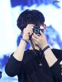 You capture my heart 😍❤ Yg Ikon, Kim Hanbin Ikon, Ikon Leader, Yg Trainee, Funny Fights, Ikon Debut, Ikon Wallpaper, New Kids