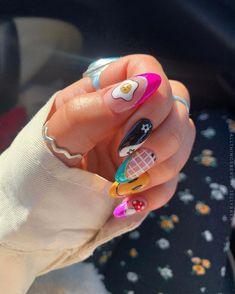 Nail Design Stiletto, Nail Design Glitter, Punk Nails, Dope Nails, Colored Acrylic Nails, Best Acrylic Nails, Oval Nails, Minimalist Nails, Dream Nails