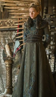 Lagertha's costume designer has been watching too much Game of Thrones me thin. - Lagertha's costume designer has been watching too much Game of Thrones me thinks – Source by achatzysandra - Medieval Dress, Moda Medieval, Viking Dress, Medieval Costume, Mens Viking Costume, Vikings Lagertha, Lagertha Lothbrok, Viking Clothing, Historical Clothing