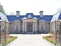 Sprawling Mansion in Ontario, Canada