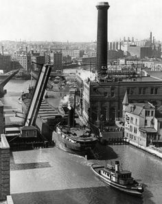 Milwaukee River drawbridge on Wells Street opens up for a passing ship in Milwaukee Skyline, Milwaukee Home, Milwaukee Wisconsin, Whitefish Bay, History Of Photography, Old Photos, Vintage Photos, Local History, Great Lakes