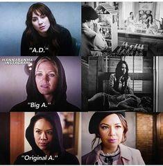 Alex, Charlotte et Mona Frases Pretty Little Liars, Pretty Little Liars Aria, Pll Memes, Dramas, Mona, Foto Casual, Spencer Hastings, Best Series, Tv Series