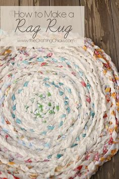 Rag rug t-shirt rag rug upcycle it ковры, вязание, лоскутная подушка. Crafts To Make, Home Crafts, Fun Crafts, Decor Crafts, Tapetes Vintage, Fabric Crafts, Sewing Crafts, Scrap Fabric, Fabric Yarn