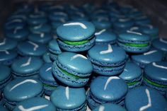 French Macarons filled with lime white chocolate ganache GOOOOO 'NUCKS! No Bake Cookies, Yummy Cookies, White Chocolate Ganache, Good Food, Yummy Food, Vancouver Canucks, Pistachio, Macarons, Kids Meals