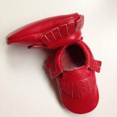 mocassins rouge frangés bébé cuir