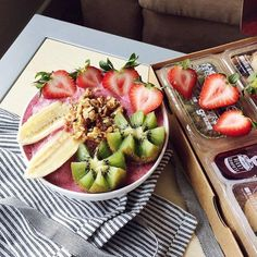 bowl with yogurt and graze snacks photographed by eastcoasthealth Snack Hacks, Food Hacks, Yummy Smoothie Recipes, Dessert Recipes, Healthy Snacks, Healthy Recipes, Snack Box, Smoothie Bowl, Fresh Fruit