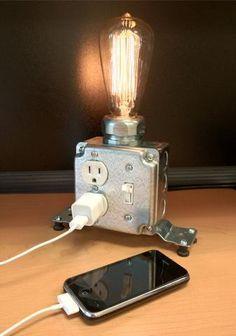 Industrial Desk Lamp ♪ ♪ ... #inspiration_diy GB http://www.pinterest.com/gigibrazil/boards/