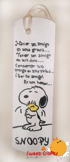 Separador de lectura Snoopy Lleva dentro de tu libro este lindo separador de lectura con la imagen de Snoopy y una leyenda dedicada a los buenos amigos: Tener un amigo, es un don.. Ser tu amiga es un honor! #bookmarks #snoopy Técnica: Acrílico sobre madera