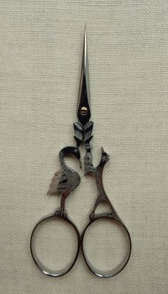 A pair of Scissors, for getting yourself out of things -> Roulet - Nogent,France. Crow and Fox Scissors - Aesop's Series Sewing Box, Sewing Tools, Sewing Hacks, Vintage Scissors, Sewing Scissors, Vintage Sewing Notions, Antique Sewing Machines, Embroidery Tools, Embroidery Scissors