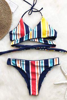57f131f3ccd4 Amazon.com  CUPSHE Women s Fresh Leaves Printing Cross Padding Bikini Set   Clothing