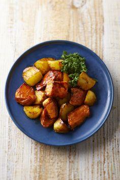 """月間300万PVを誇る料理ブログ「31CAFE〜奇跡のキッチンが」大人気の料理研究家・Mizukiさんが料理本「材料2つde超簡単!Mizukiのやみつきおかず」を発売しました。 """"とりむね肉+トマト""""、""""厚揚げ+キャベツ""""など…メインの材料は全て2つでOK!基本の調味料と組み合わせていくだけなので料理初心者さんでも失敗せずに作れます。さらに工程も短く簡単で、節約にもなっちゃう優れもののレシピば..."""