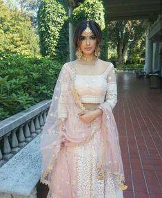 New Ideas Indian Bridal Wear Dresses Saris Indian Bridal Outfits, Indian Bridal Wear, Pakistani Bridal, Pakistani Dresses, Bridal Dresses, Pakistani Suits, Indian Bridal Jewelry, Indian Suits Punjabi, Indian Wedding Makeup