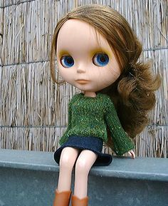 knitty.com--Blythe doll clothes; reportedly work for Barbie, too