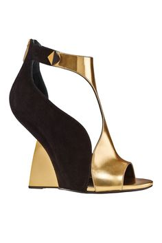 Sergio Rossi - Shoes - 2014 Spring-Summer Very cool bi-color, sensual approach to volume Zapatos Shoes, Women's Shoes, Hot Shoes, Me Too Shoes, Shoe Boots, Shoe Bag, Jimmy Choo, Dream Shoes, Crazy Shoes